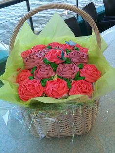 Cupcake Roses...so pretty. Such a great valentine gift or a mothers day gift :)