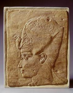 Amenhotep III; kop Inventarisnummer F 1935/3.1 Afdeling Egypte Objectnaam reliëf Materiaal kalksteen Afmetingen 36,5 x 29 cm Vindplaats Egypte Literatuur cat. Boeser, E.I., 1-126 Porter/Moss, Topographical bibliography, VII, 273 W.D. van Wijngaarden, OMRO 16 (1935), p.3-6 H.D. Schneider/M.J. Raven, De Egyptische Oudheid (Den Haag 1981), nr. 78 R.E. Freed/Y.J. Markowitz/S. H. D'Auria (red.), Farao's van de Zon (Gent - Amsterdam 2000), 284, fig. 269 Bron: Rijksmuseum van Oudheden, Leiden