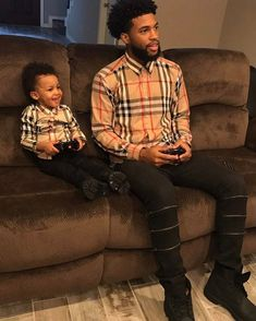precious moments shared between father & son hot ! Baby Outfits, Family Outfits, Kids Outfits, Cute Family, Baby Family, Family Goals, Black Fathers, Fathers Love, Black Dad