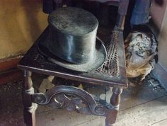 Dennis Severs' 18thC home in Spitalfields; Dickens Room, 4th floor . http://bearleaderchronicle.com/site/058-the-marvels-dennis-severs-house/