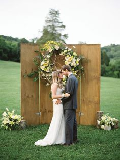 Gorgeous ceremony backdrop by Amber Housley, photo by Nancy Ray, via Southern Weddings Magazine V6