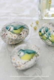 Decoupage Easter eggs made from paper napkins