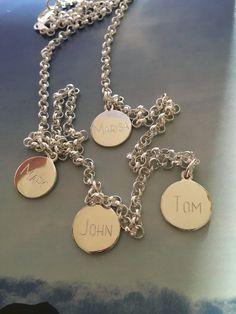 Familienkette, alle beisammen, Erbsperkette mit 4 individuell gravierten Namensplaketten. Silber,925, in Deutschland gefertigt!! #familienkette##namenskette# www.glanzreich.de