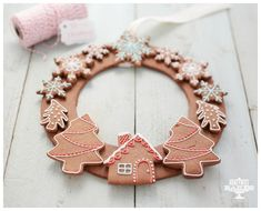 Gingerbread Christmas Wreath by Honeywell Bakes