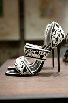 Manolo Blahnik - White and black brocade pumps