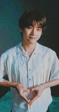 kpop bts v kim taehyung wallpaper lockscreen Bts Lockscreen, Daegu, K Pop, Foto Bts, Taekook, Bts Kim, V Bts Cute, V Cute, Kari Jobe