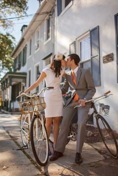 Gorgeous couple, gorgeous photo. From Andrew Reiner Photography. #weddingphotography #engagements #kiss #bicycles #snapknot