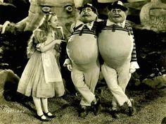 """Charlotte Henry, (with Roscoe Karns and Jack Oakie as Teedledee and Tweedledum) in """"Alice In Wonderland"""" (1933)"""