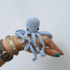 Octopus Love (Posts by Bees & Appletrees) Diy Crochet Animals, Crochet Diy, Crochet Amigurumi, Crochet Home, Vintage Crochet, Crochet Kawaii, Crochet Designs, Crochet Patterns, Tiny Octopus