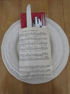 Napkin and Place Setting Ideas - use Christmas sheet music Wedding Dinner Music, Sheet Music Wedding, Music Centerpieces, Banquet Centerpieces, Wow Events, Music Themed Parties, Music Party, Theme Parties, Pioneer Gifts