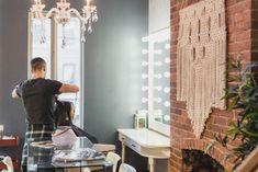 Main salon area design tips Cool Mens Haircuts, Cool Hairstyles, Men's Haircuts, Latest Haircuts, Makeup Drag, Beauty Salon Interior, Healthy Work Snacks, Beauty Hacks Video, Healthy Living Tips