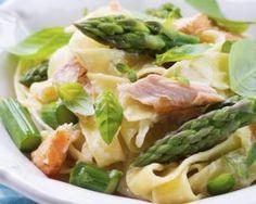 Pâtes minceur au saumon et asperges vertes : http://www.fourchette-et-bikini.fr/recettes/recettes-minceur/pates-minceur-au-saumon-et-asperges-vertes.html