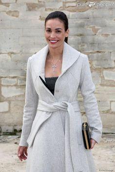 Inés Sastre arrive à l'Espace Éphémère du jardin des Tuileries pour assister au défilé prêt-à-porter d'Elie Saab. Paris, le 6 mars 2013.
