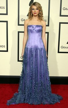 And said eyeshadow made another appearance at the Grammys, this time paired with a full-on ballgown…   26 Things Taylor Swift Did In 2008 That She Would Never, Ever Do Now