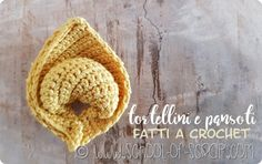 Siccome in questo periodo ho millemila idee da portare a termine entro fine anno (state sempre aggiornati su pagina facebook e blog perché ne vedrete delle belle…) ho voglia di realizzare cose che … Crochet Food, Love Crochet, Knit Crochet, Crochet Hats, Crochet Projects, Craft Projects, Sunburst Granny Square, Diy And Crafts, Arts And Crafts