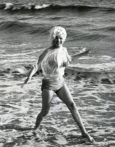 Marilyn at Santa Monica Beach, 1962.  Photo by George Barris.