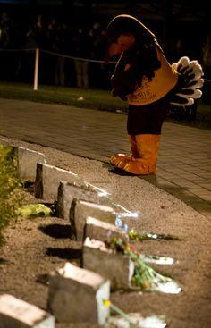We remember our 32 #Hokiestrong #virginiatech