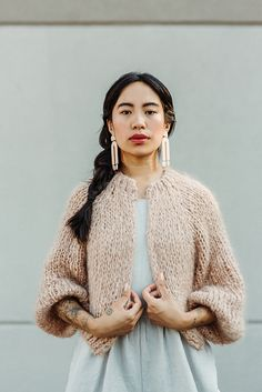 Ravelry: Kinikin Cardigan pattern by Tara-Lynn Morrison Knit Fashion, Look Fashion, Knitwear Fashion, Crochet Cardigan Pattern, Knit Crochet, Crochet Granny, Ravelry, Hand Knitting, Knitting Patterns