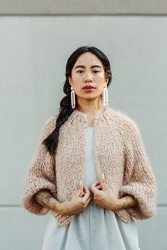 Ravelry: Kinikin Cardigan pattern by Tara-Lynn Morrison Look Fashion, Winter Fashion, Hand Knitting, Knitting Patterns, Knitting Tutorials, Loom Knitting, Knit Crochet, Crochet Granny, Knitwear