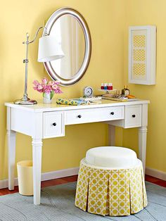 Small-Space Primping Station Carve out a corner of your bedroom for prime primping. Start with a vanity table with drawers for storage. Add a mirror and a lamp for optimal makeup application lighting. Top the vanity with trays for organization, and add a wall-mount cabinet for organizing. Finish the space with a small stool that can tuck beneath the table so it doesn't take up floorspace when not in use.