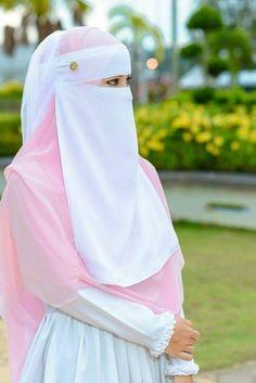 I would like to try on a hijab Hijab Gown, Hijab Niqab, Muslim Hijab, Hajib Fashion, Muslim Fashion, Fashion 2020, Beautiful Muslim Women, Beautiful Hijab, Hijabi Girl