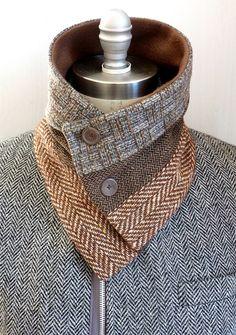 3 panel bufanda lana cuello calentador /button sujetador /tweed bufanda silenciador / forrado con paño grueso y suave caliente por Wendel Johnston. Lanas y del paño grueso y suave Medidas: 29 L X 7 1/2 H