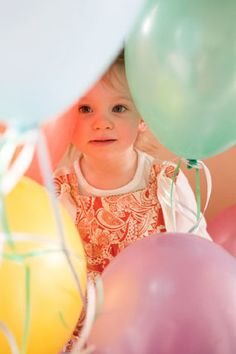 birthday smash cake photography shoot features balloons and cupcakes by Sara Heidinger