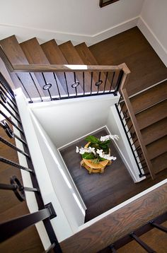 Staircase wooden floor ideas. Staircase wooden floor and custom railing. Oak Staircase. #Staircasewoodenfloor