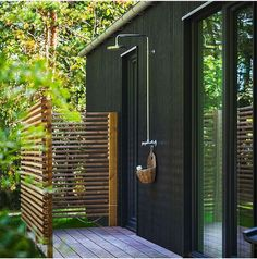 Awesome 33 Splendid Diy Outdoor Shower Design Ideas That You Should Try Backyard Patio, Backyard Landscaping, Outdoor Pool Shower, Outdoor Shower Enclosure, Outside Showers, Garden Shower, Outdoor Bathrooms, Outdoor Baths, Outdoor Living