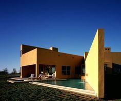 Petaluma House  Location: Petaluma, U.S.A.  Area: 1,000 m²  Associate Architect: Bill Bernstein & Associates  Interior Design: Legorreta + Legorreta Landscape: Arturo y Debora Keller