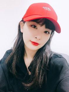 Kpop Girl Groups, Korean Girl Groups, Kpop Girls, Red Velvet Seulgi, Red Velvet Irene, Extended Play, Brave, Kim Yerim, Poses