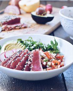 Tataki quoi? Tataki de thon! Ne vous détrompez pas, j'aime le thon en conserve… toutefois le thon frais est tellement meilleur! Moelleux, frais et légèrement parfumé, ce type de cuisson permet de conserver toutes les caractéristiques que j'apprécie de ce poisson.  Related posts: Sauté asiatique au tofu et sauce aux pruneaux Saumon croustillant Salade...Lire la suite »