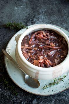 The best caramelized onion red wine vegan gravy!