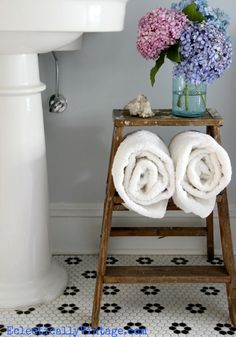 This adorable wood vintage step ladder is a great DIY idea for bathroom storage.