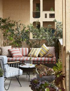 Créer un salon outdoor pour un petit balcon chaleureux
