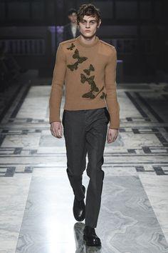 Right I can so do a men's small!!! #jumperheaven Alexander McQueen Fall 2016 Menswear Fashion Show