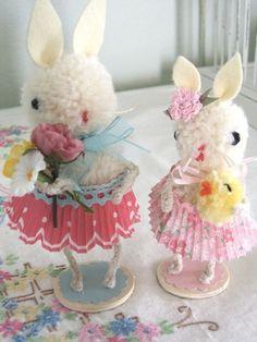 DIY Adorable Pom Pom Bunnies - See also this site: http://www.marthastewart.com/265557/pom-pom-bunny
