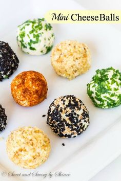 These fun, festive and fabulous mini cheese balls are perfect appetizer to make ahead. Best of all, the single-serve portions make it super easy to serve! Mini Appetizers, Wedding Appetizers, Appetizer Recipes, Kreative Snacks, Snacks Für Party, Mini Foods, Appetisers, Finger Foods, Food And Drink