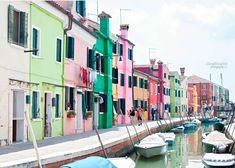 Si estáis en Venecia no os podéis dejar de visitar la colorida isla de Burano. Toda una explosión de color para los sentidos.