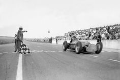 We bring you Top 5 Formula One Battles that have defined the sheer thrill of Formula 1 for generations to come. Grand Prix, Alfa Romeo, Vintage Racing, Vintage Cars, Classic Race Cars, Classic Auto, Course Automobile, Formula 1 Car, Car And Driver