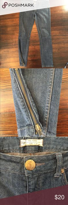 "Free people cotton blend ankle zip jeans 30! Pre owned in very good condition. SIZE 30. Zippered ankles. Flat waist measures 16.5"". Inseam 28"". Thanks! Free People Jeans Ankle & Cropped"