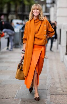 From leopard print to tonal outfits, the chicest street style looks from London Fashion Week Nicht das Orange, aber die Schnitte.<br> From leopard print to tonal outfits, the chicest street style looks from London Fashion Week Orange Outfits, Colourful Outfits, Edgy Outfits, Office Outfits, Fashion Outfits, Autumn Outfits, Orange Clothes, Skirt Outfits, Skirt Fashion
