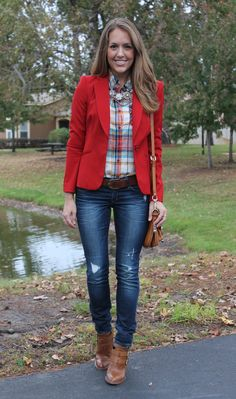 Holiday outfit: red blazer with red plaid. Don't know how I feel about the red blazer. Flannel Shirt Outfit, Outfit Jeans, Blazer Outfits, Casual Outfits, Plaid Shirts, Booties Outfit, Blazer Jeans, Plaid Jeans, Trouser Jeans