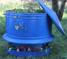 Lille Punkin': How We Converted an Old Steel Hog Feeder Into a Beautiful Raised Strawberry Bed! Strawberry Beds, Strawberry Plants, Blue Strawberry, Spray Paint Plastic, Painting Plastic, Little Tikes Outdoor Toys, Flower Planters, Planter Pots, Beautiful Fruits