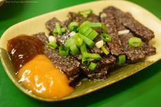 鵝血糕,比想像中清淡、口感不錯。#晚餐 #阿里港鵝肉切仔麵 #台灣 #Rice #pudding with goose blood served with #hot sauce #food #Taiwan