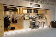 福島屋 Bar Interior Design, Cafe Interior, Japanese Coffee Shop, Ramen Bar, Food Counter, Food Retail, Coffee Stands, Coffee Store, Coffee Shop Design