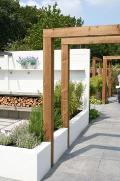 The pergola kits are the easiest and quickest way to build a garden pergola. There are lots of do it yourself pergola kits available to you so that anyone could easily put them together to construct a new structure at their backyard. Diy Garden, Modern Pergola, Small Backyard, Front Garden, Garden Decor, Modern Garden, Modern Garden Design