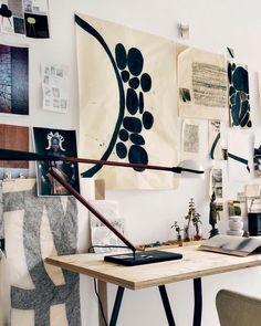 794 отметок «Нравится», 6 комментариев — Bolig Magasinet (@boligmagasinetdk) в Instagram: «Mal dine egne værker på store stykker papir, og hæng dem op uden rammer. Det giver et casual look,…»