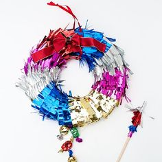 Make a piñata Christmas wreath for a beautiful door decoration and a fun game on Christmas day! A great new tradition the kids will love.