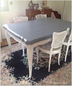 """Après avoir travaillé sur un magnifique buffet régence, (voir ici) il restait à faire l'ensemble table et chaises, en merisier qui """"datait"""" Les voici, après une patine glacis à l'huile et pigments pour mettre en valeur les délicates moulures et rosaces..."""